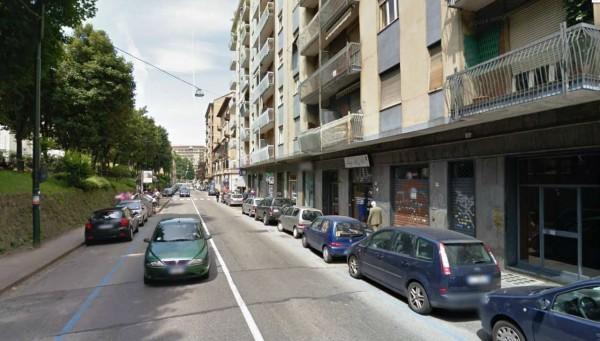 Negozio in vendita a Torino, San Donato, 50 mq