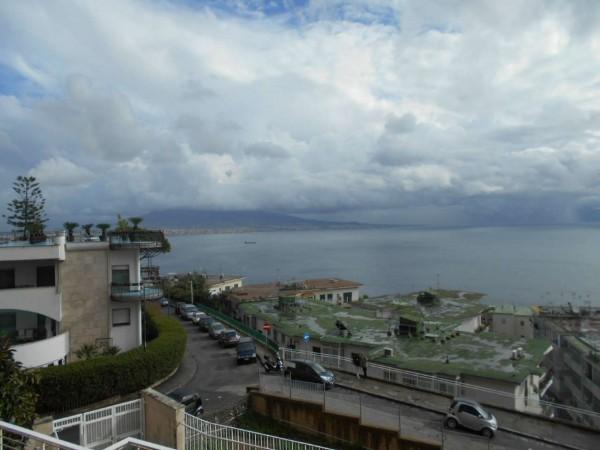 Appartamento in vendita a Napoli, 150 mq