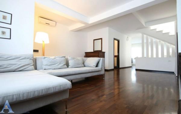Villa in vendita a Taranto, Residenziale, Con giardino, 260 mq