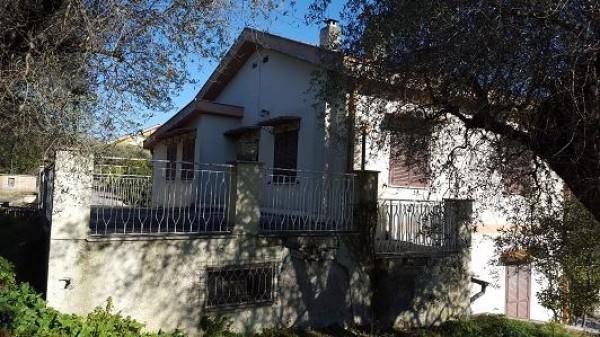 Villa in vendita a Palombara Sabina, Palombara Sabina, Con giardino, 250 mq