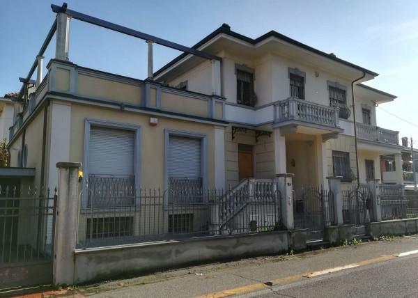 Villa in vendita a Ciriè, Zona Parco, Con giardino, 490 mq
