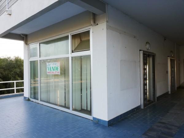 Locale Commerciale  in vendita a Cassano all'Ionio, Sibari, 100 mq