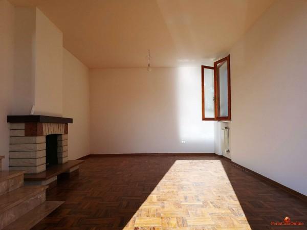 Casa indipendente in vendita a Forlì, Con giardino, 380 mq