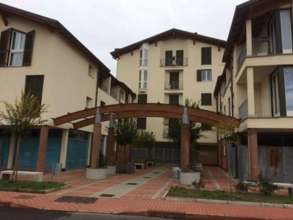 Appartamento in vendita a Caronno Pertusella, Con giardino, 90 mq