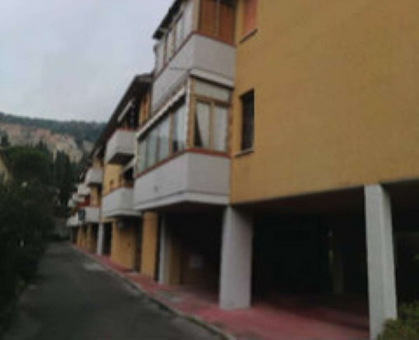 Appartamento in vendita a Prato, La Querce, 154 mq