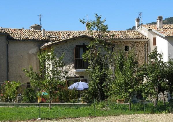 Villetta a schiera in vendita a Caramanico Terme, Centro Storico, Con giardino, 129 mq