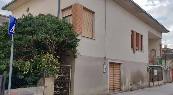 Casa indipendente in vendita a Foligno, San Giovanni Profiamma, Con giardino, 200 mq