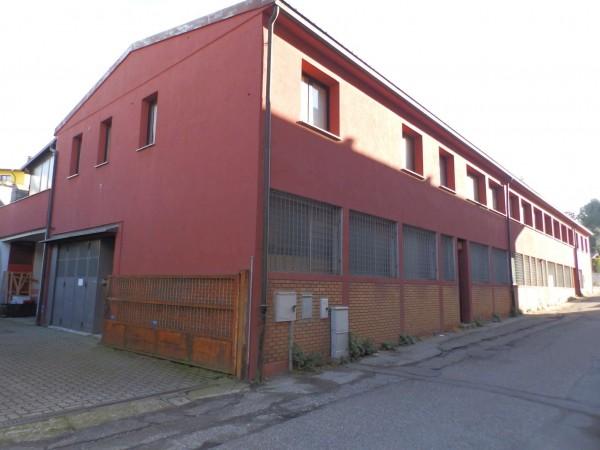 Locale Commerciale  in vendita a Cantù, Semicentrale, 620 mq