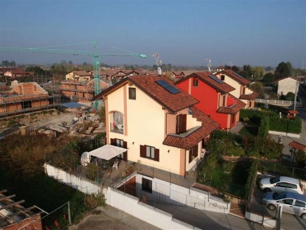 Villa in vendita a Chivasso, Arredato, con giardino, 250 mq