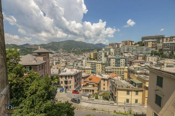Appartamento in vendita a Genova, 65 mq