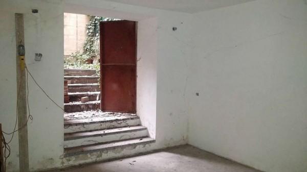 Locale Commerciale  in affitto a Milano, Rovereto, 207 mq