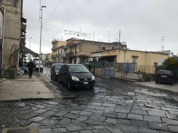 Negozio in affitto a Sant'Anastasia, 75 mq