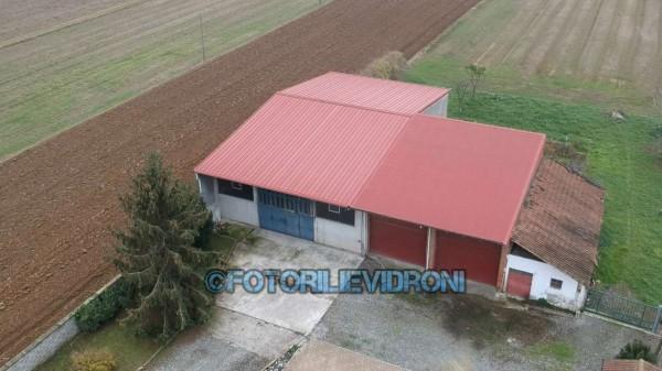 Capannone in vendita a Tronzano Vercellese, 450 mq