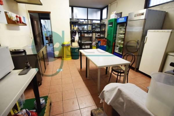 Locale Commerciale  in vendita a Parabiago, Arredato, 300 mq - Foto 3