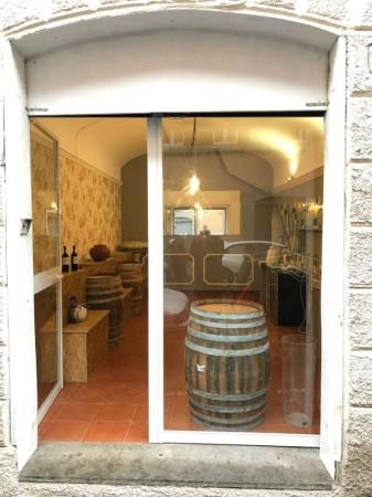 Locale Commerciale  in vendita a Roma, Monti, Arredato, 35 mq
