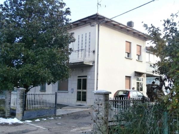 Casa indipendente in vendita a Sant'Agata Bolognese, Adiacenze Centro, Con giardino, 320 mq