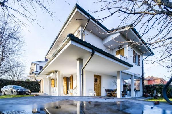 Villa in vendita a San Giovanni in Persiceto, Adiacenze Centro, Con giardino, 240 mq