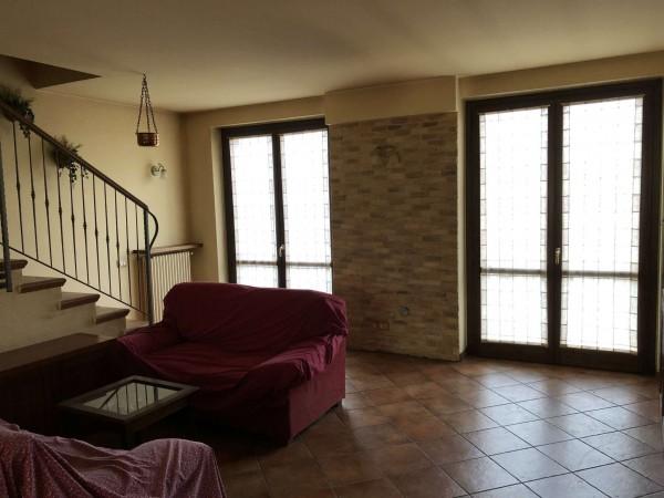 Appartamento in vendita a Leggiuno, 92 mq