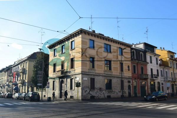 Locale Commerciale  in affitto a Milano, 693 mq