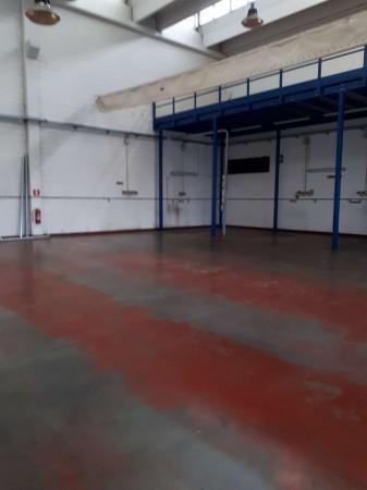Capannone in vendita a Bollate, Ospiate, 740 mq