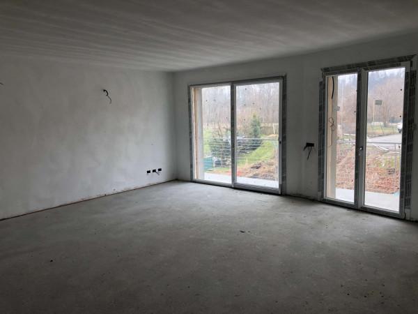 Appartamento in vendita a Besozzo, Centrale, Con giardino, 55 mq
