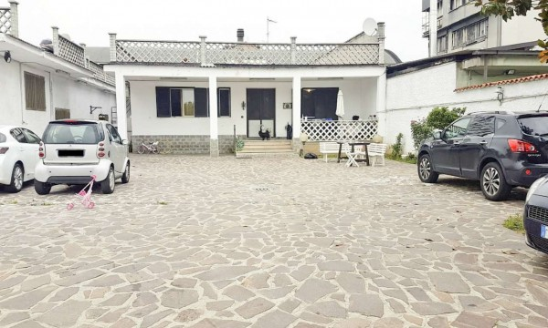 Casa indipendente in vendita a Cinisello Balsamo, 340 mq
