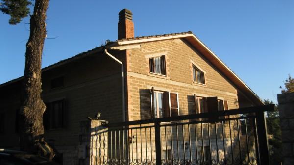 Casa indipendente in vendita a Corciano, Monte Torrazzo, Con giardino, 200 mq