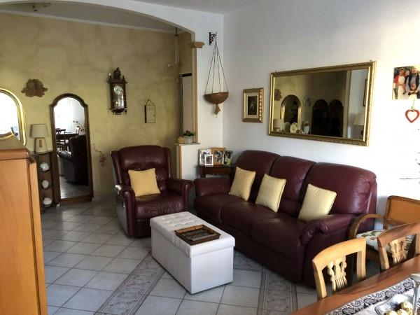Appartamento in vendita a Cittiglio, Centrale, Con giardino, 85 mq