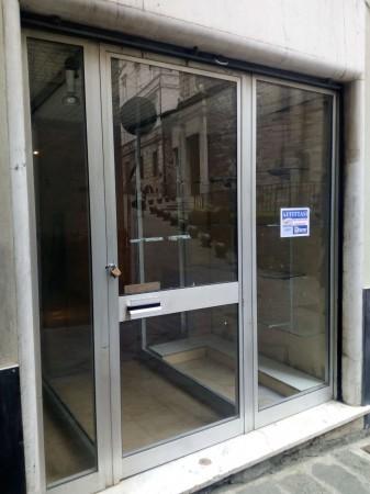 Negozio in affitto a Genova, Centro Storico, 78 mq