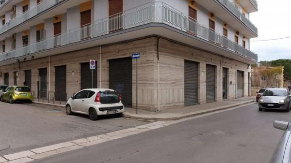 Locale Commerciale  in affitto a Triggiano, 500 mq