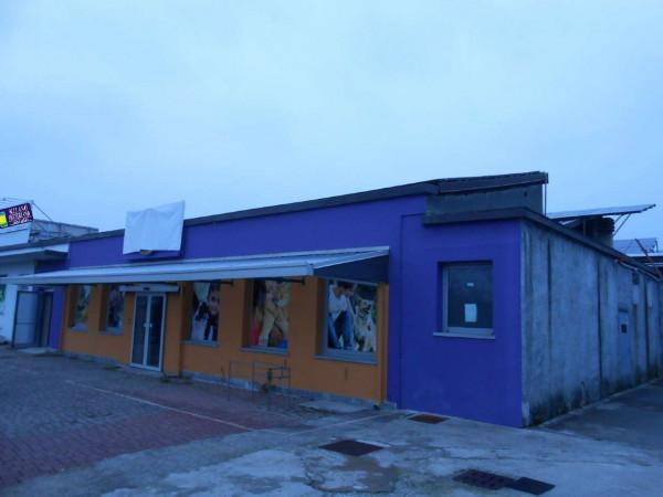 Locale Commerciale  in vendita a Peschiera Borromeo, 950 mq - Foto 3