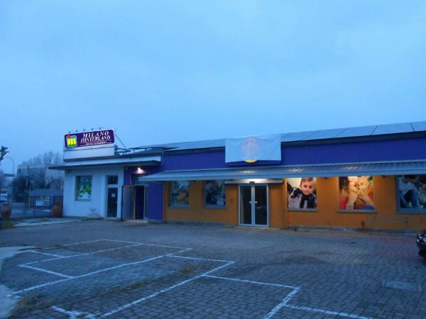 Locale Commerciale  in vendita a Peschiera Borromeo, 950 mq - Foto 1