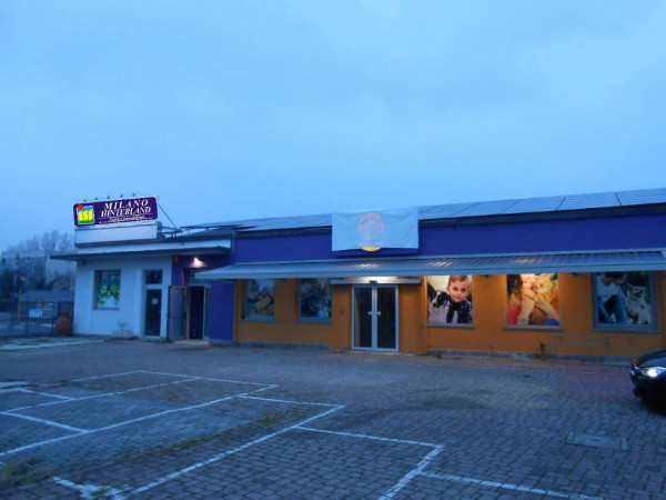 Locale Commerciale  in vendita a Peschiera Borromeo, 950 mq - Foto 2