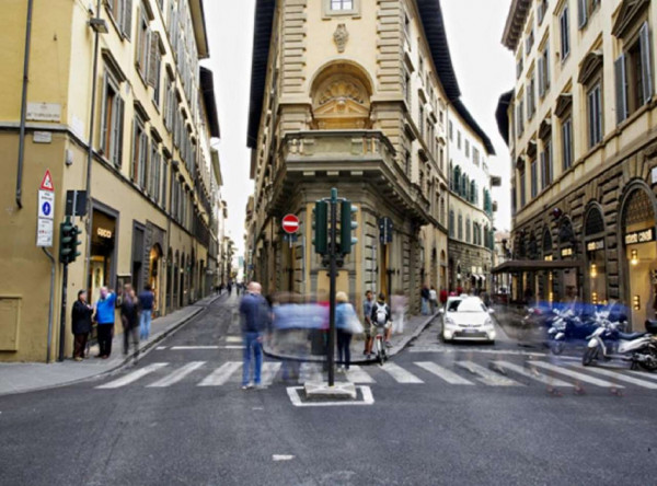 Negozio in vendita a Firenze, Piazza Santa Trinità, 65 mq