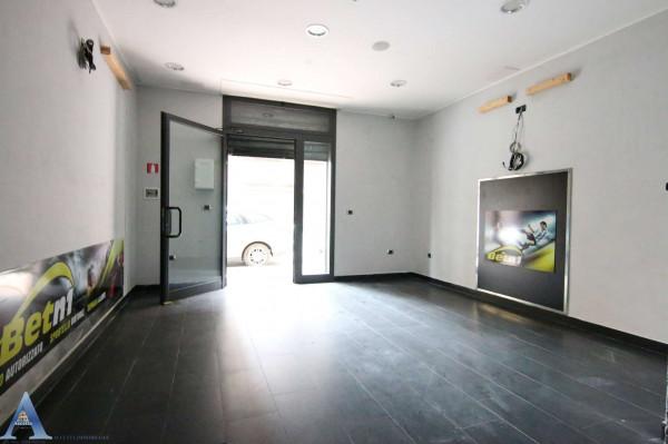 Locale Commerciale  in vendita a Taranto, Tamburi, 61 mq - Foto 3
