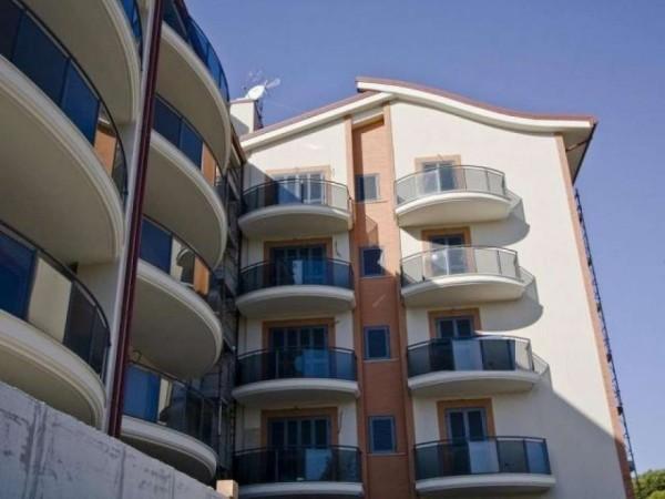 Appartamento in vendita a Roma, Axa, 92 mq