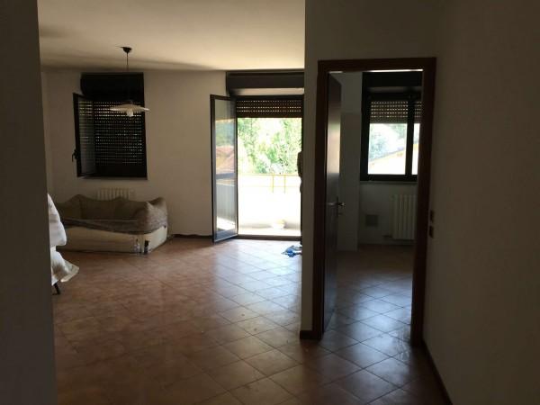 Appartamento in vendita a Laveno-Mombello, Con giardino, 94 mq