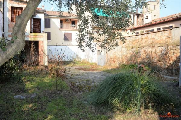 Casa indipendente in vendita a Forlì, Con giardino, 280 mq