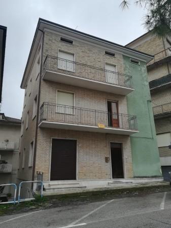Casa indipendente in vendita a Torre San Patrizio, Centro, 330 mq