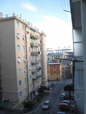 Trilocale in vendita a Genova, Prà Palmaro, 75 mq