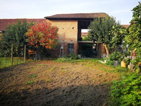 Casa indipendente in vendita a Cerro Tanaro, Centro, Con giardino, 160 mq