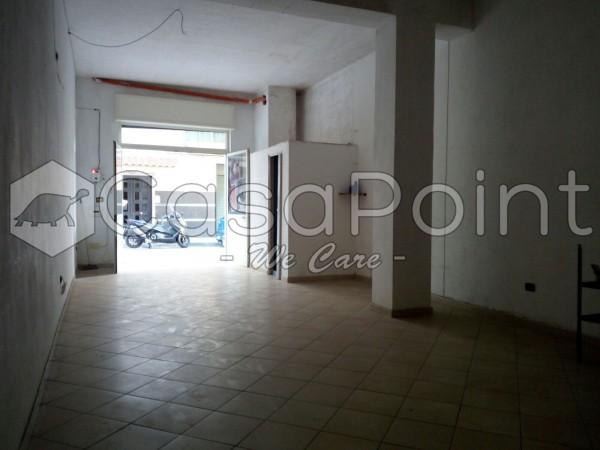 Locale Commerciale  in affitto a Casavatore, 50 mq