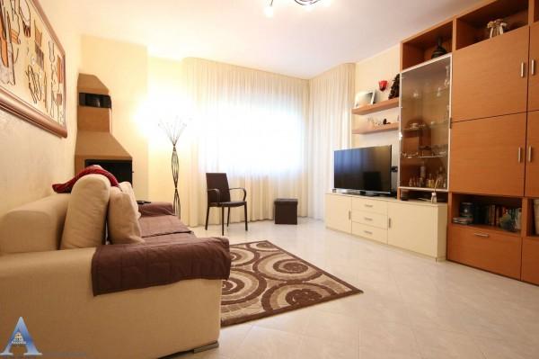 Appartamento in vendita a Taranto, Rione Laghi - Taranto 2, Con giardino, 116 mq