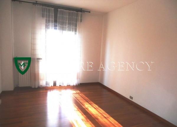 Appartamento in vendita a Varese, Viale Aguggiari, Con giardino, 85 mq