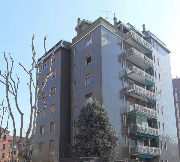 Appartamento in vendita a Cinisello Balsamo, Confine Con Sesto San Giovnni, Arredato, con giardino, 85 mq