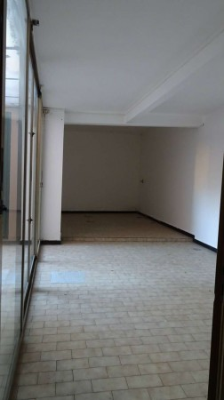 Locale Commerciale  in affitto a Recco, 90 mq