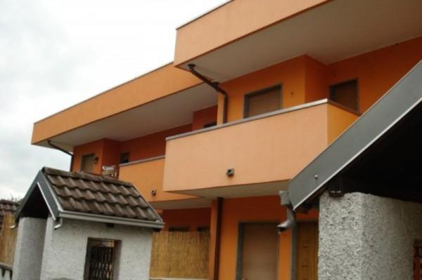 Villetta a schiera in affitto a Cesate, Con giardino, 150 mq