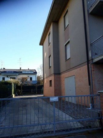 Appartamento in vendita a Modena, Villanova, 110 mq