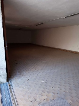 Locale Commerciale  in affitto a Origgio, Centro, 150 mq