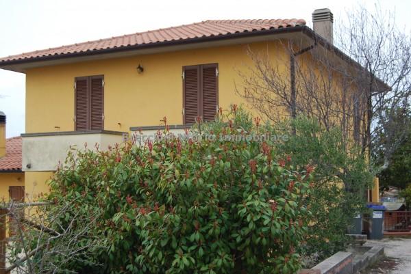 Villetta a schiera in vendita a Trevi, Centro, Con giardino, 152 mq